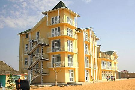 Золотой пляж, Туристско-оздоровительный комплекс